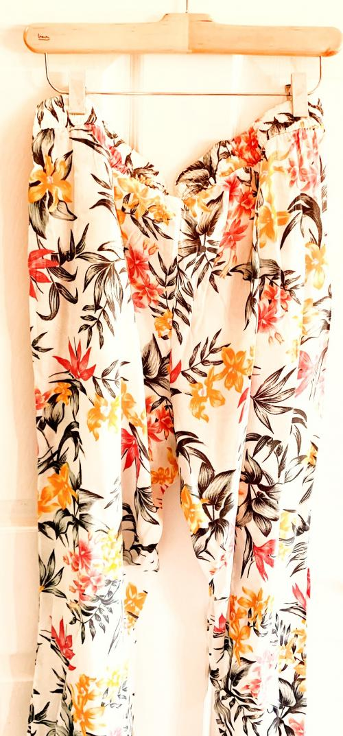 HM Resort Tropical Floral Pastel Pants , Resort style pants, floral pants, jungle pants